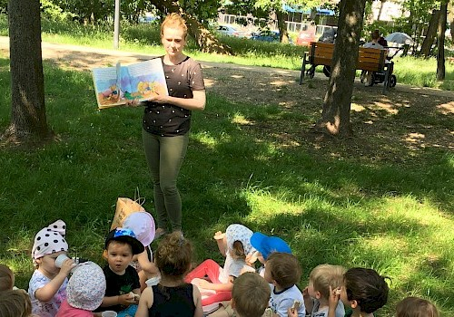 to hot? not for us, Tigers and Lions are having art outdoor lesson and same small picnic